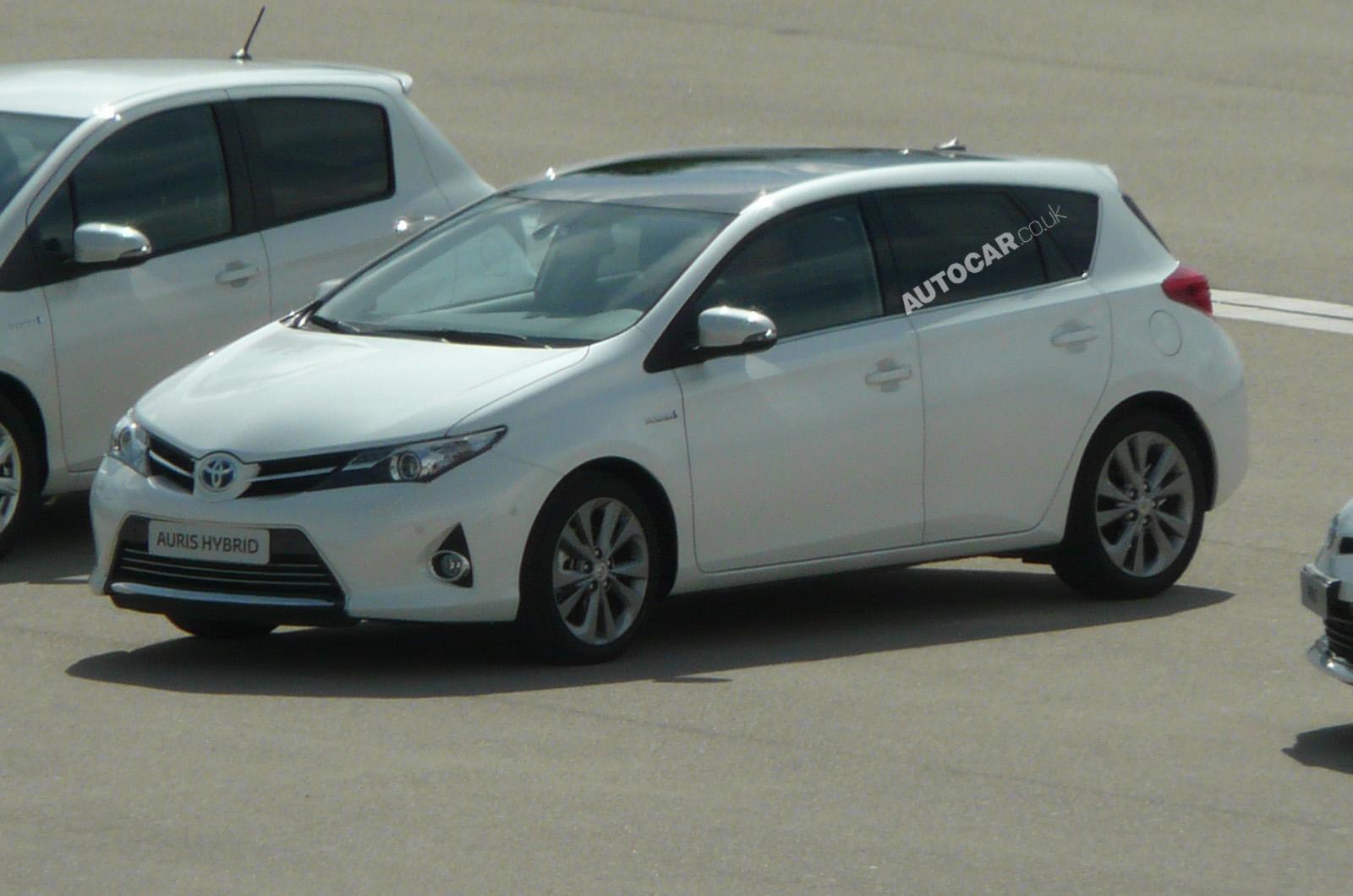Тойота ярис 2013 фото