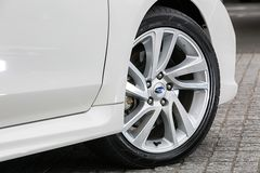 Разница между GT и GT-S снаружи лишь в дизайне колесных дисков