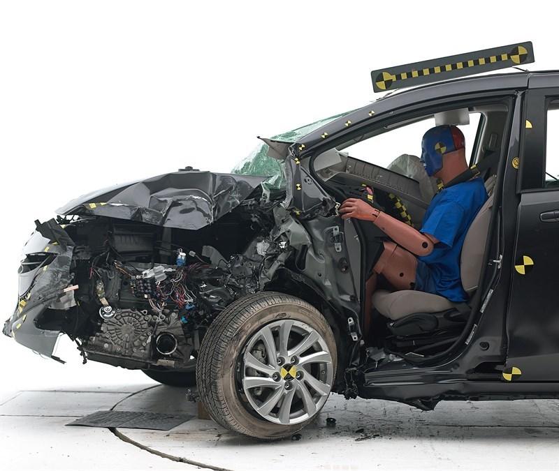 Провал краш-теста для Mazda5