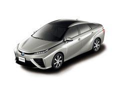Автомобиль получил двухцветный кузов (крыша всегда черная). В данном случае используется цвет Precious Silver