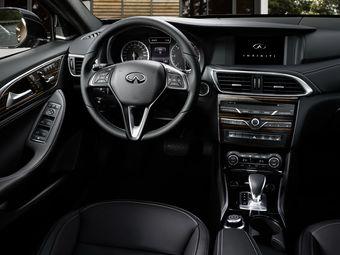 Новинка построена наплатформе отMercedes-Benz. Наиболее близкие «родственники» нового японского премиального хэтча — Mercedes-Benz A-Class иGLA-Class.
