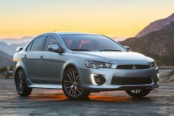На рынке США автомобиль можно заказать сдвухлитровым 148-сильным мотором или2,4-литровым агрегатом, развивающим 168 л.с. Седан по-прежнему доступен внескольких полноприводных модификациях сфирменной системой Mitsubishi AWC