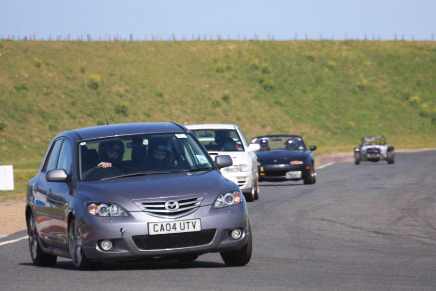 Фото машина на трассе