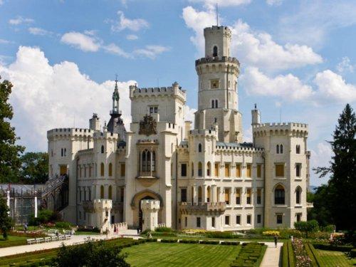 замок неоднократно
