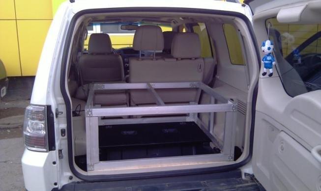 3 вторые подушки ложаться на спинки сложенных задних сидений