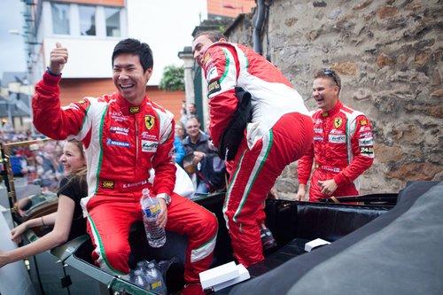 Еще одна Ferrari 458 от команды AF Corse, бортовой номер 71: Камуи Кобаяши, Оливье Беретта и Тони Виландер