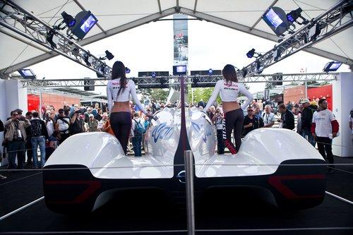 Ниссан представил электроконцепт автомобиля, который они планируют запустить в пробный заезд на Леман 2014 года