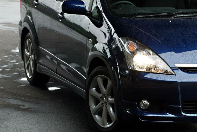 Обзор автомобиля Toyota Wish,