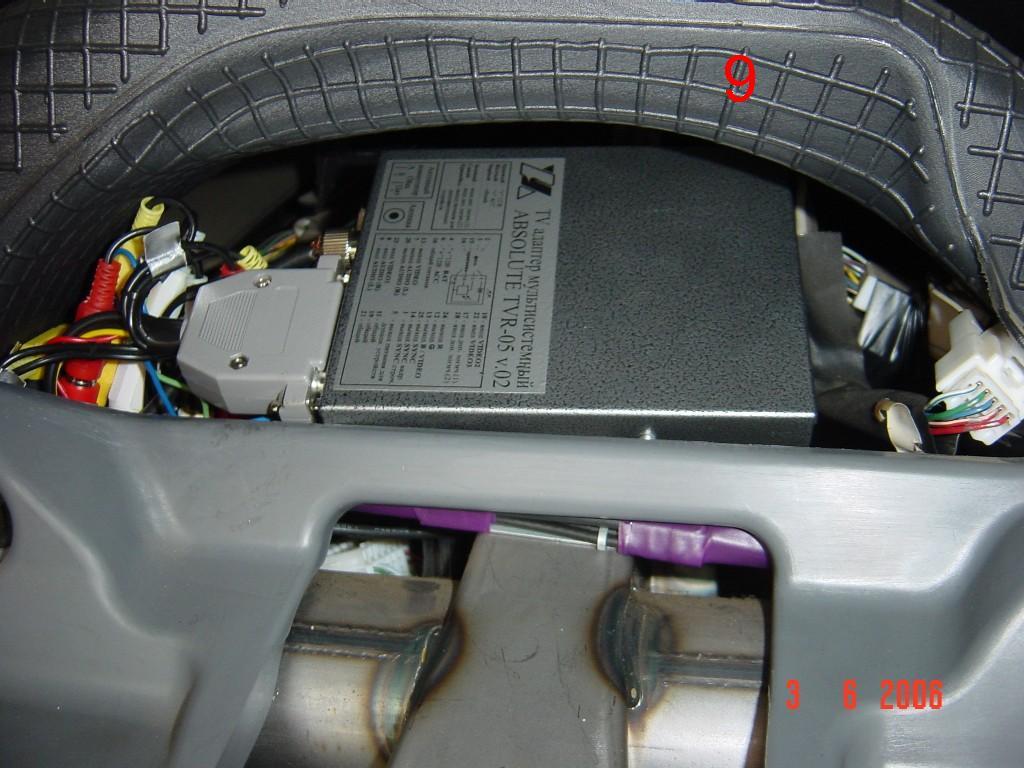 Теперь штатным Тойотовским коммутатором будет пользоваться новый тюнер.  Управление приемником осуществляется ИК...