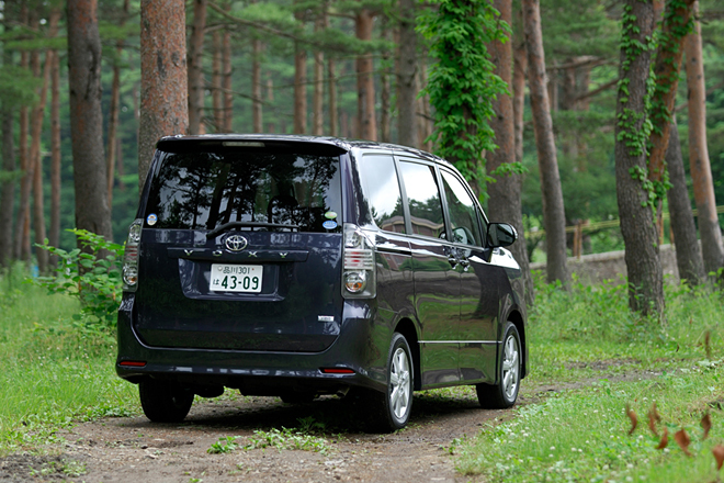 Машины Toyota Voxy в топовых