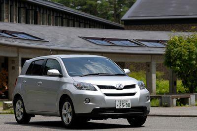 Toyota Ist 180G.