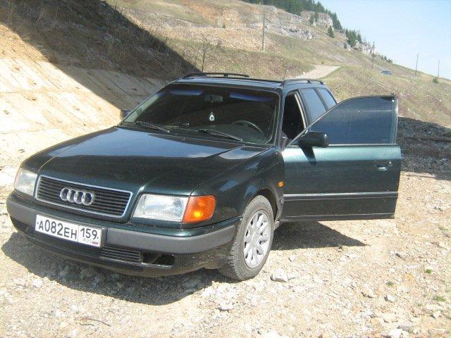 Audi 100.