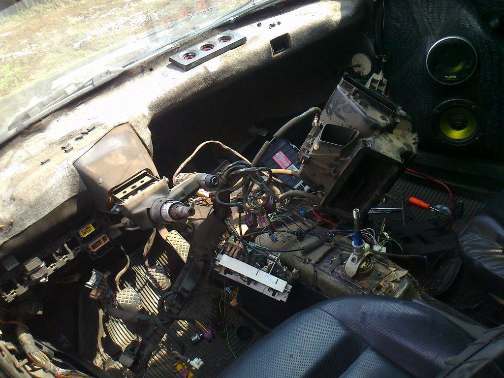 постоянно течет радиатор печки audi-80