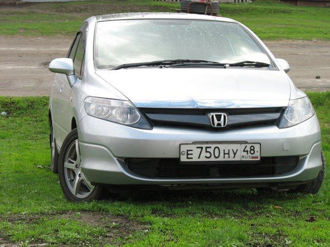 Honda Airwave.