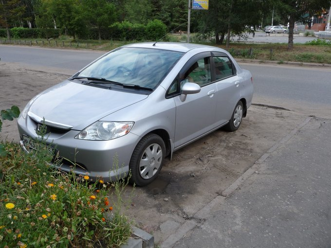 Honda Fit Aria.