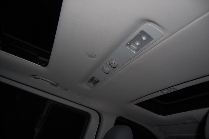 Hyundai Starex.