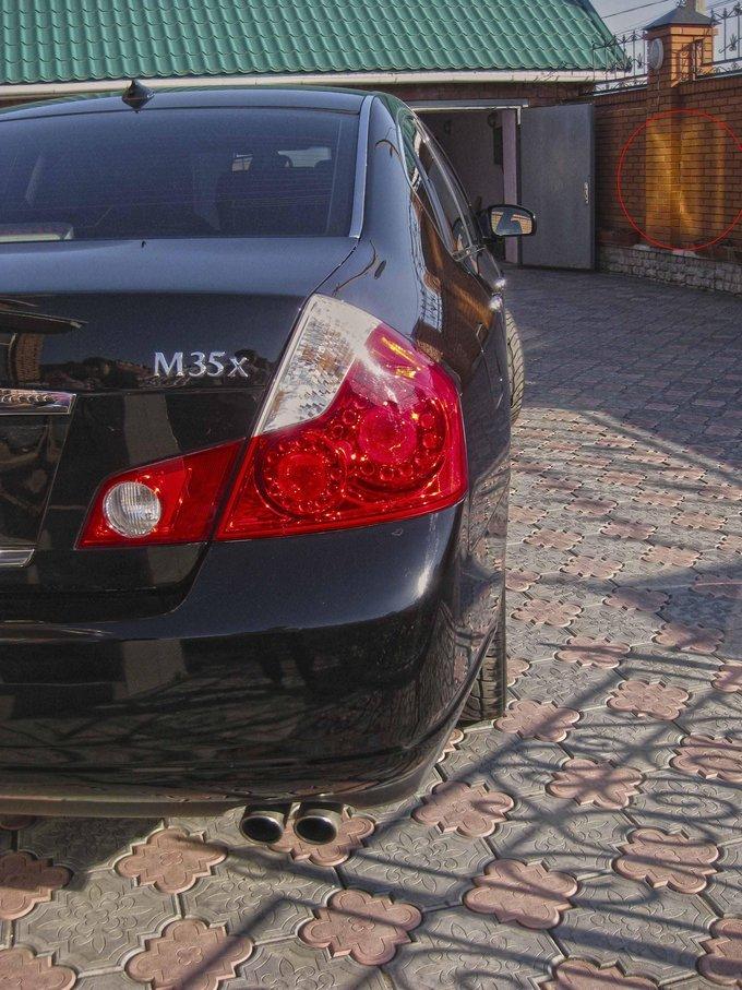 Infiniti M35.