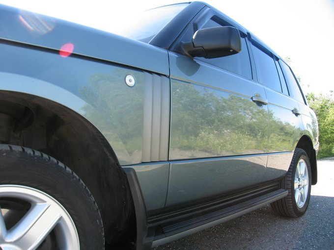Land Rover Range Rover.