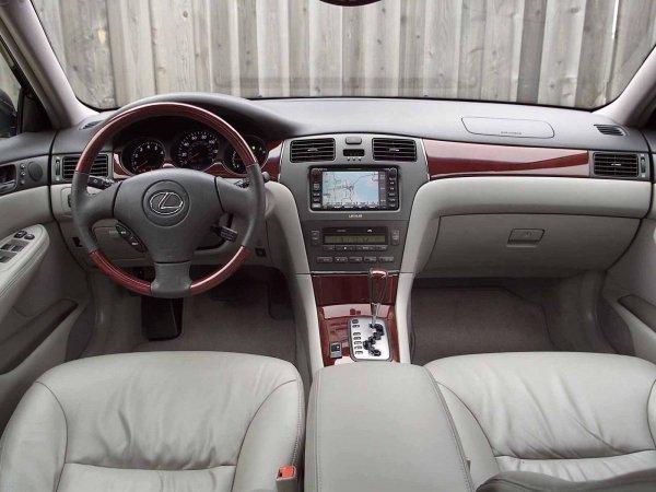 Lexus ES330.
