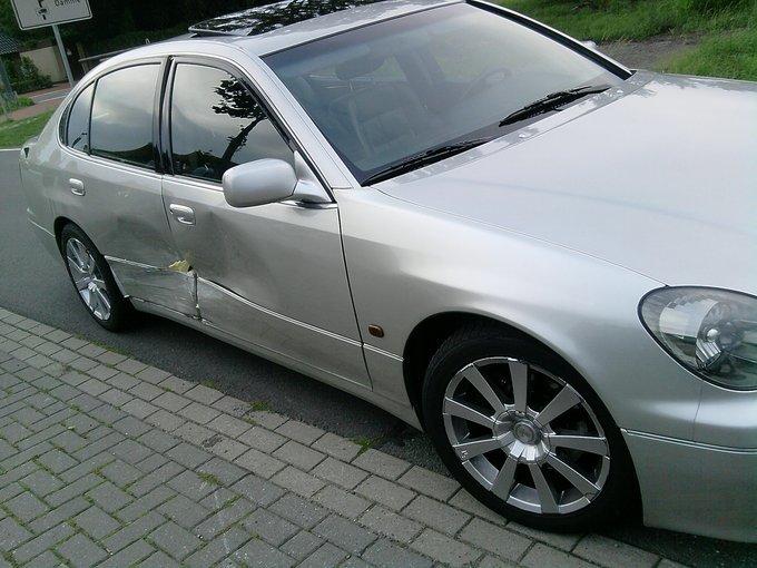 Lexus GS430.