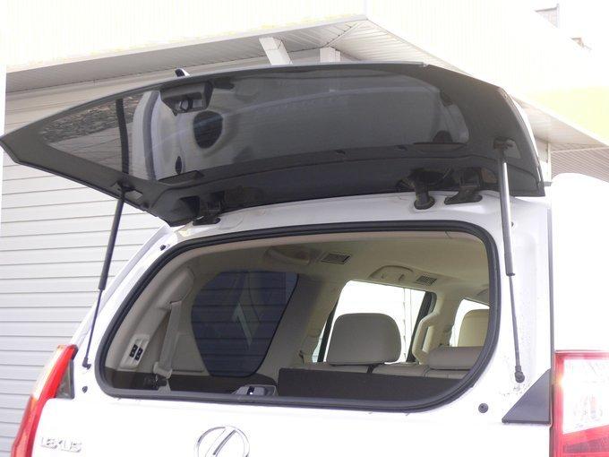 Lexus GX460.