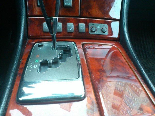 Lexus LS430.