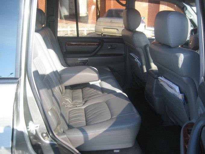 Lexus LX470.