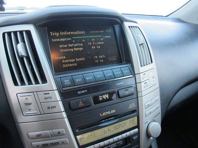 Lexus RX300.
