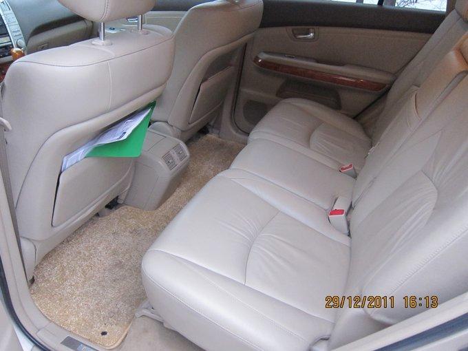 Lexus RX330.