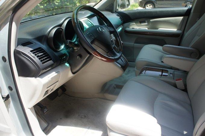 Lexus RX400h.