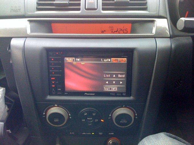 Mazda Axela.