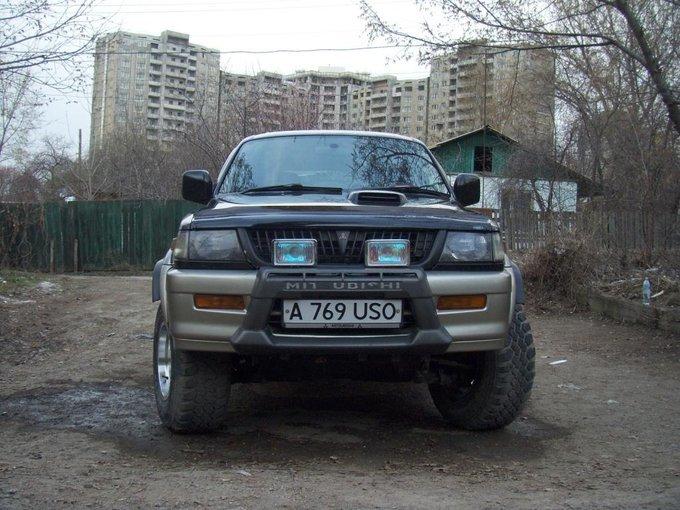 Mitsubishi Challenger.