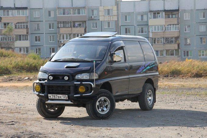 Продам удлиненный микроавтобус митсубиси l300 деликас категорией b 1992 года,механика,задний привод,25 объем