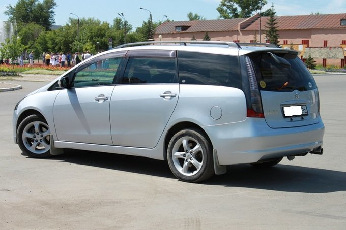 Mitsubishi Grandis.