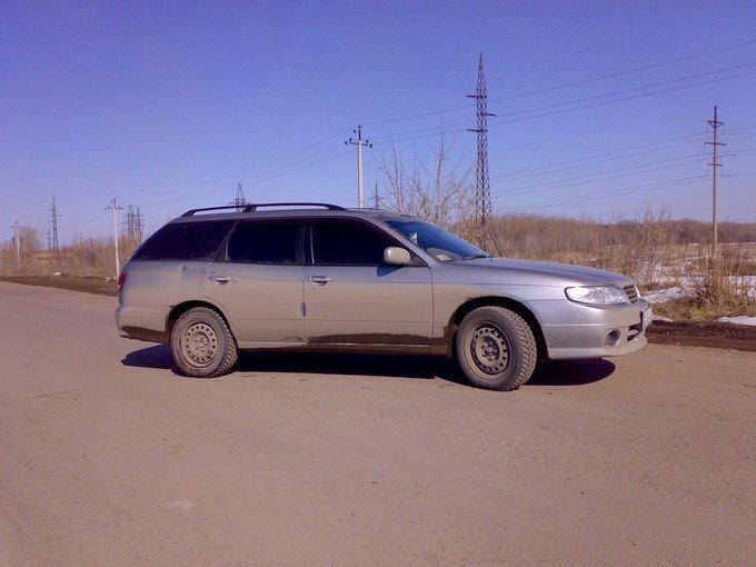 Nissan Avenir Salut.