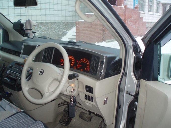 Nissan Elgrand.