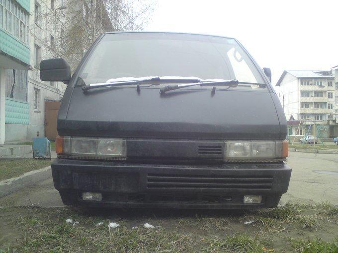 Nissan Largo.