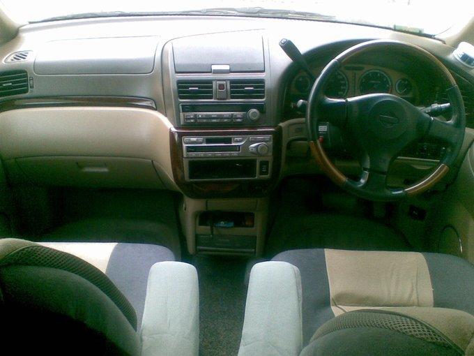 Nissan Presage.
