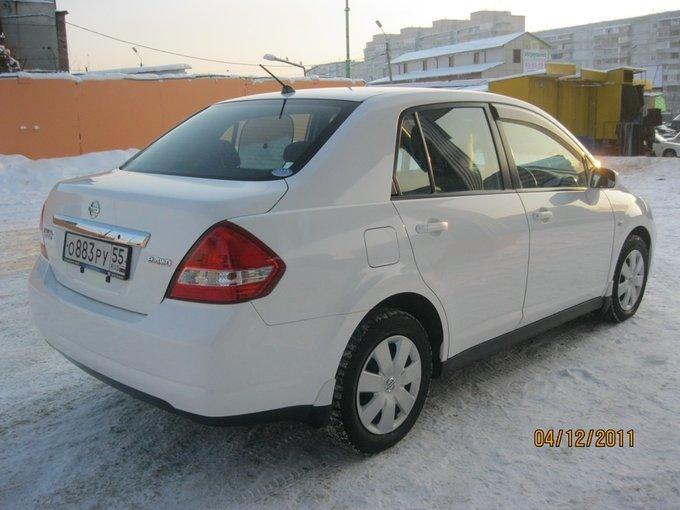 Nissan Tiida Latio.