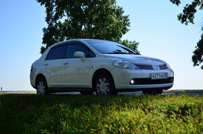 Nissan Tiida Latio.