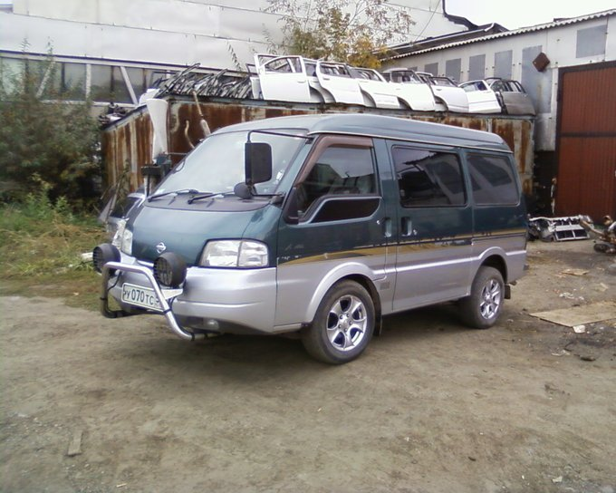 Nissan Vanette.