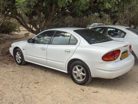 Oldsmobile Alero 2001 - отзыв владельца