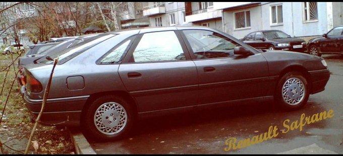 Renault Safrane.