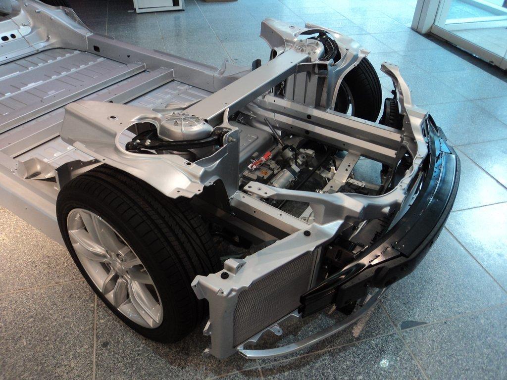 тесла автомобиль с безтопливным двигателем