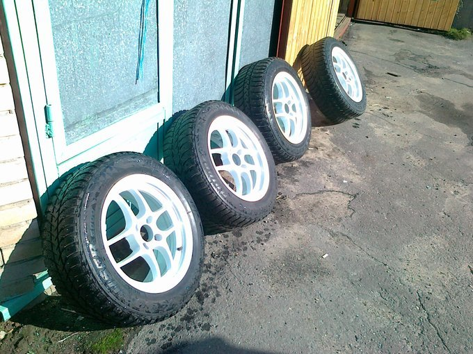 Toyota bB.