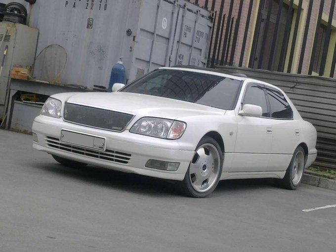 Toyota Celsior.