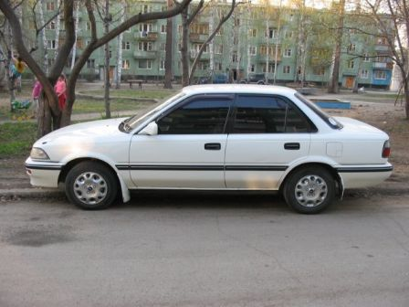 Toyota Corolla 1990 - отзыв владельца
