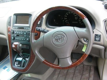 Toyota Harrier 2001 - отзыв владельца