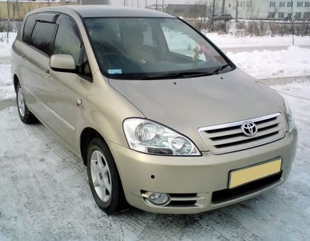 Toyota Ipsum 2001 - отзыв владельца
