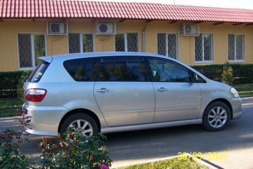 Toyota Ipsum 2004 - отзыв владельца